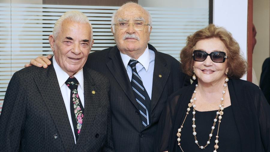 1.dez.2010 - Wilson Braga (centro) ao lado da esposa, Lúcia Braga, e de Haroldo Sanford, presidente da Associação dos Congressistas do Brasil, em Brasília - David Ribeiro/Câmara dos Deputados