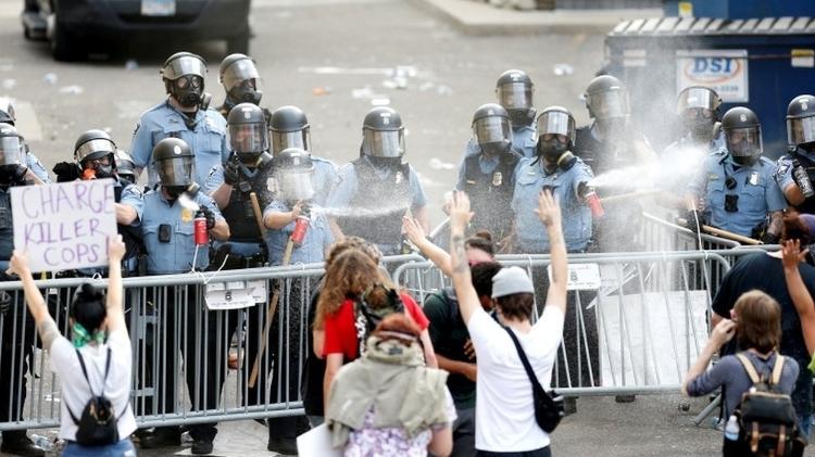 Manifestações contra a morte de George Floyd acabaram em violência - Reuters