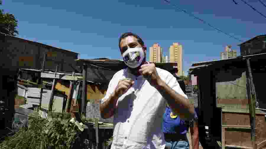 Guilherme Boulos (PSOL) visita a comunidade Vietnã, zona sul da cidade de São Paulo - ALICE VERGUEIRO/ESTADÃO CONTEÚDO