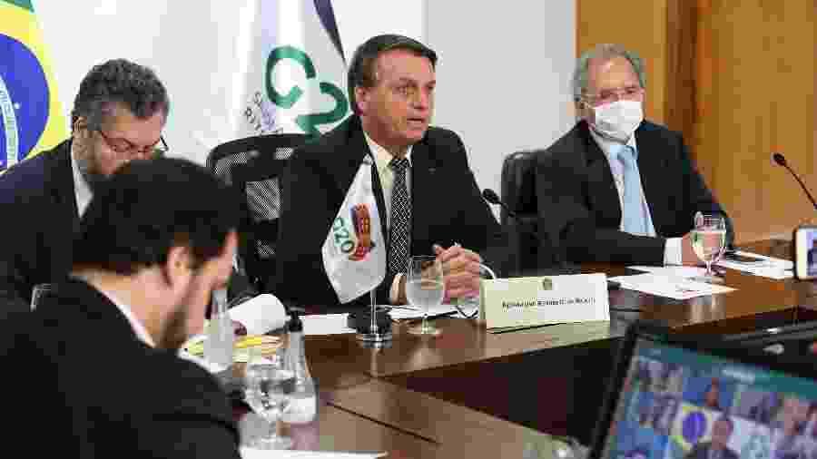 Presidente Jair Bolsonaro participa de videoconferência da cúpula do G20 ao lado dos ministros Ernesto Araújo (Relações Exteriores) e Paulo Guedes (Economia) - Marcos Corrêa/PR