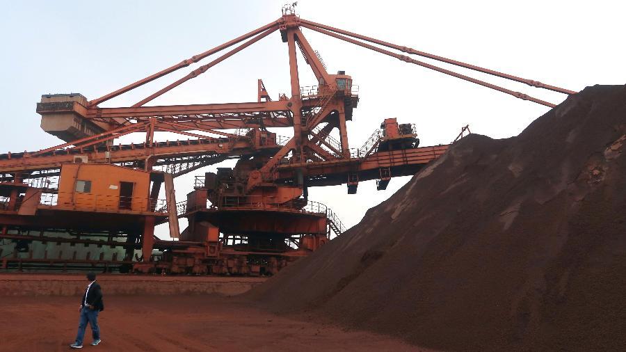 Operações de blendagem de minério de ferro no porto de Dalian, na China - Muyu Xu/Reutes