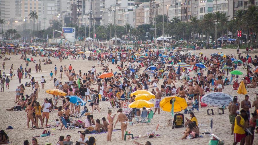 Um homem morreu após ser baleado na areia da praia de Ipanema, na zona sul do Rio, no final da manhã deste domingo - Bruno Martins/Estadão Conteúdo