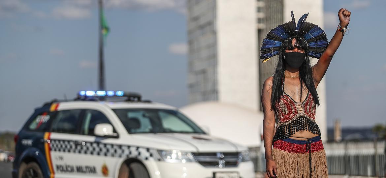 Cerca de 5 mil indígenas protestam em Brasília - GABRIELA BILó/ESTADÃO CONTEÚDO