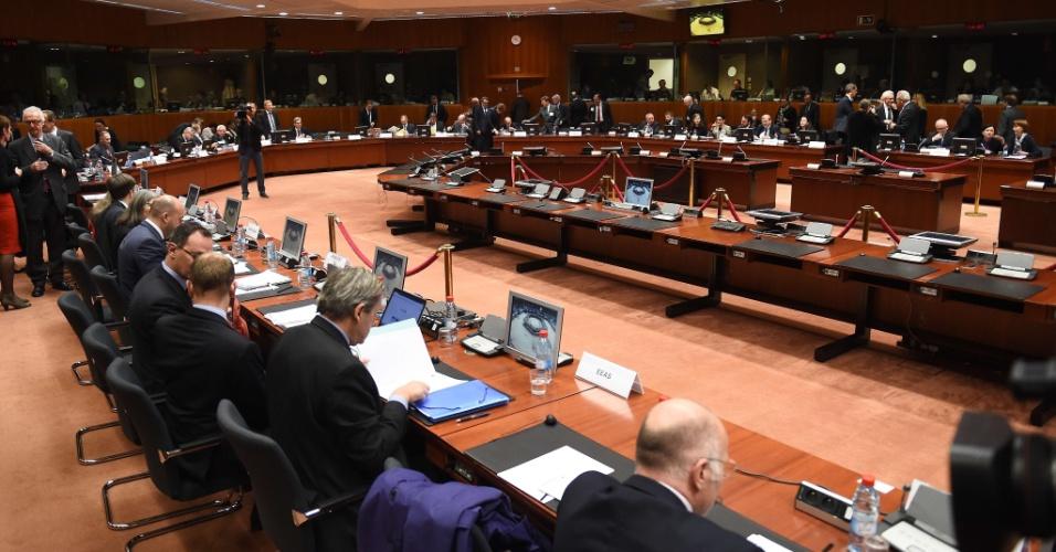 20.nov.2015 - Em uma reunião extraordinária convocada depois dos atentados de Paris, os ministros do Interior da União Europeia discutem, nesta sexta (20), em Bruxelas, na Bélgica, medidas de combate à ameaça terrorista. A reunião do Conselho de Justiça e Assuntos Internos debate respostas operacionais imediatas que devem ser tomadas, como o registro de nomes dos passageiros europeus, reforço do controle das fronteiras externas da UE, os novos regulamentos para as armas de fogo e o combate ao financiamento de terroristas, entre outras medidas