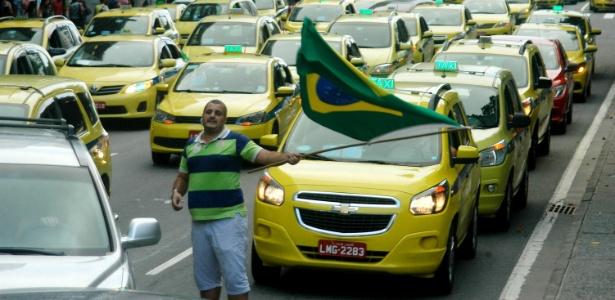 1º.abr.2016 - Taxistas se manifestaram, em vários pontos da cidade do Rio de Janeiro, contra o aplicativo Uber