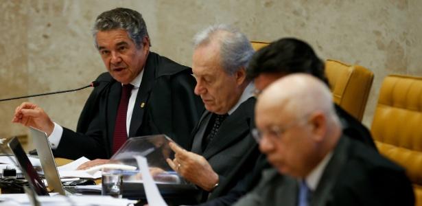 O ministro Marco Aurélio, à dir., votou a favor da distribuição de remédios de alto custo pelo SUS para portadores de doenças raras