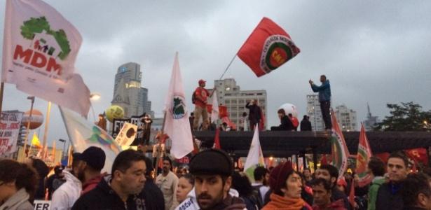 28.abr.2017 - Manifestantes se concentram no Largo da Batata, na zona oeste de São Paulo