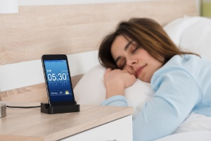 Chegou adiantado? Usuários reclamam que relógio do celular mudou sozinho (Foto: Getty Images/iStock)