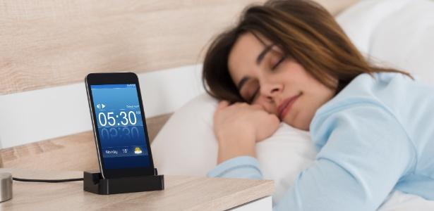 7512c384383 Chegou adiantado  Usuários reclamam que relógio do celular mudou ...