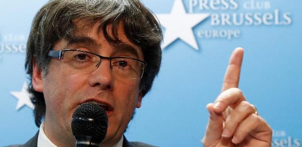 O líder catalão destituído Carles Puigdemont fala durante entrevista à imprensa em Bruxelas, Bélgica - Yves Herman/ Reuters