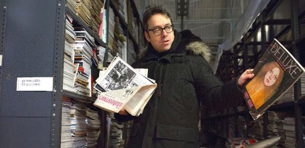 James Hyman mostra exemplares da sua coleção de revistas, a maior do mundo