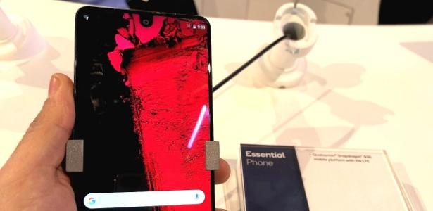 Essential Phone inicial não fez sucesso esperado, apesar de inovar no design