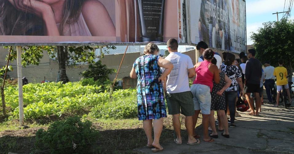 Movimentação em horta na cidade de Campos dos Goytacazes (RJ), nesta segunda-feira (28). Por conta da greve dos caminhoneiros, algumas verduras e frutas estão em falta nos supermercados e feiras, levando os consumidores a procurar hortas