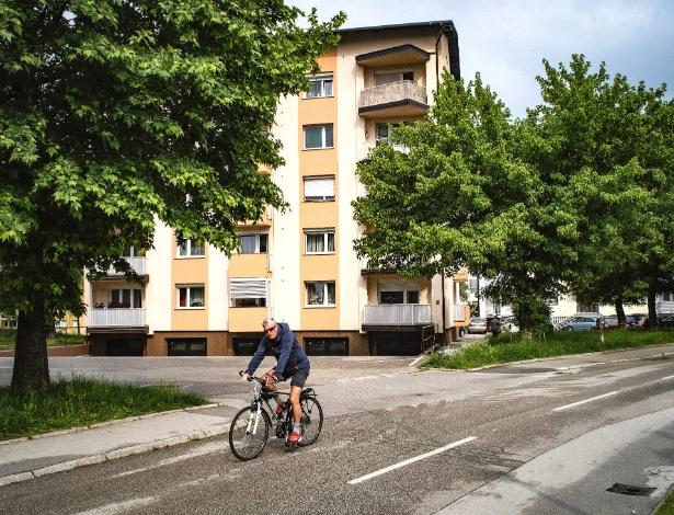 Prédio onde Melania Trump cresceu, em Sevnica, na Eslovênia - Laura Boushnak/The New York Times