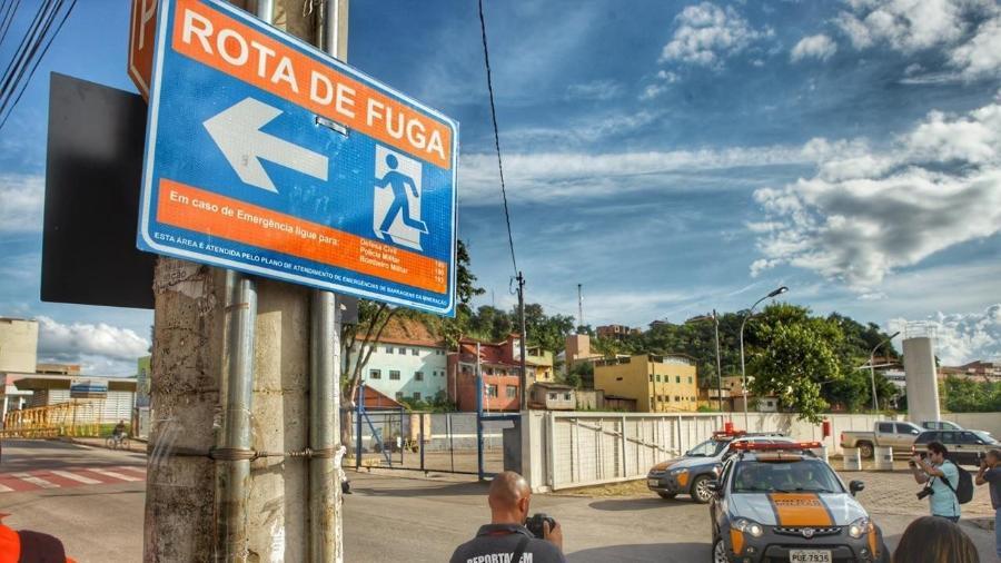 25.mar.2019 - Moradores de Barão de Cocais vão treinar rota de fuga às 16h após alerta máximo em barragem - Leo Fontes / O Tempo