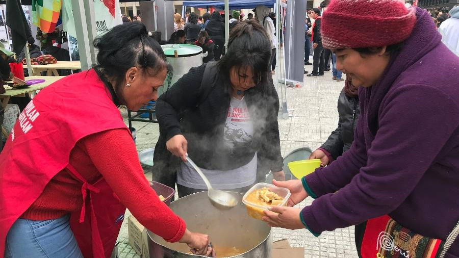 Protesto na Praça de Maio, em setembro, pedindo emergência alimentar, aprovada pelo Legislativo - Luciana Taddeo/UOL