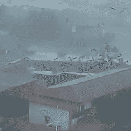 Telhado do Centro Universitário Unirb voou - Reprodução/Twitter