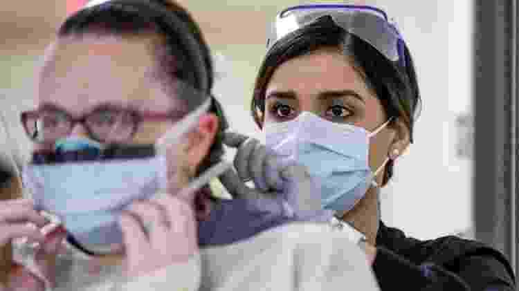 As mulheres representam 70% dos profissionais de saúde em todo o mundo, mas ainda ficam para trás em posições de liderança - Reuters  - Reuters