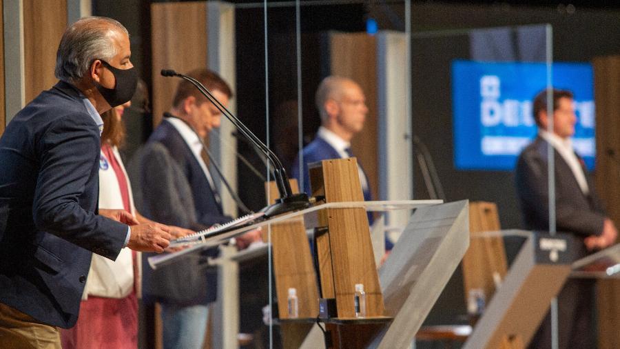 Candidatos à Prefeitura de São Paulo se preparam para o debate realizado pela TV Cultura - ADRIANA SPACA/FRAMEPHOTO/ESTADÃO CONTEÚDO
