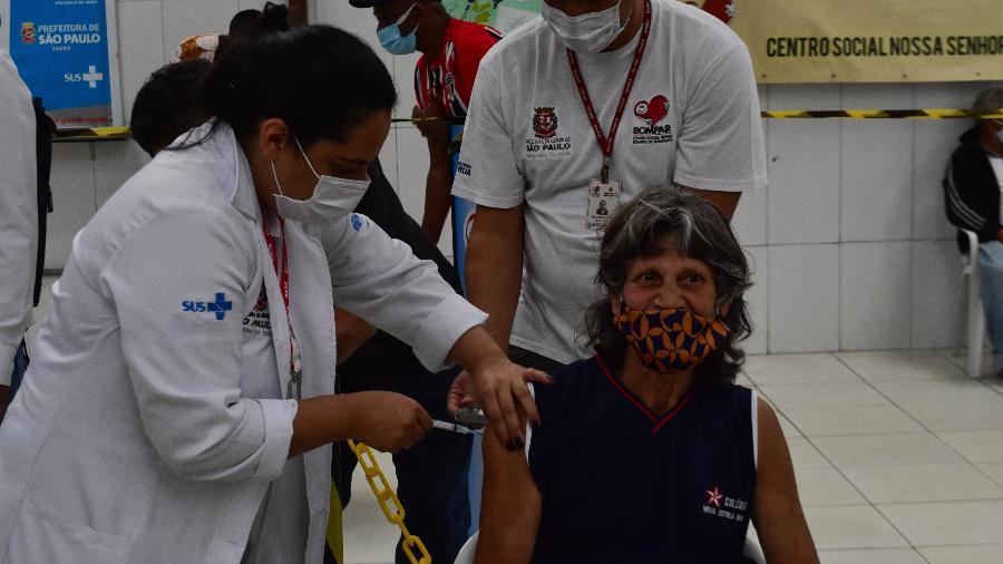 Prefeitura de São Paulo já vacinou pessoas de mais de 60 anos em situação de rua - ROBERTO CASIMIRO/FOTOARENA/ESTADÃO CONTEÚDO