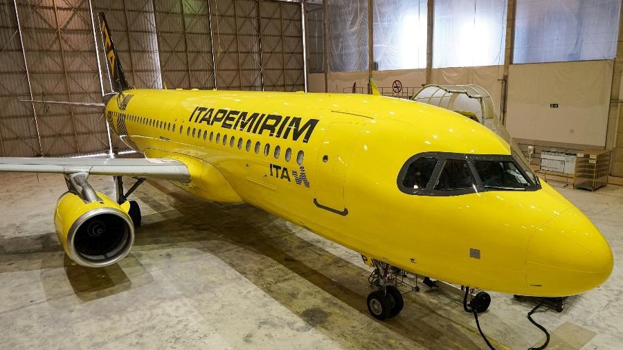 Avião da Itapemirim terá a fuselagem toda amarela, mesmo esquema de cores dos ônibus da empresa - Douglas Cavalcanti/Divulgação