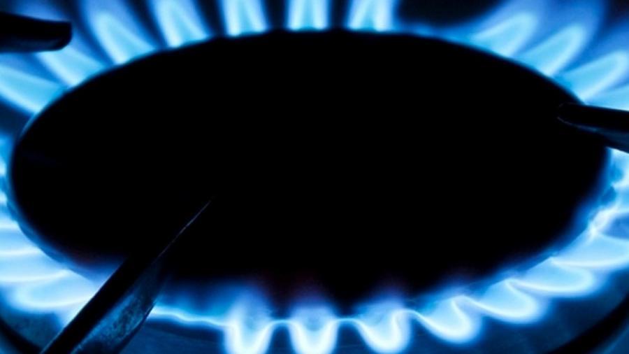 Na média do País, o gás de cozinha custa R$ 88,94, quase 10% do salário mínimo - Shutterstock