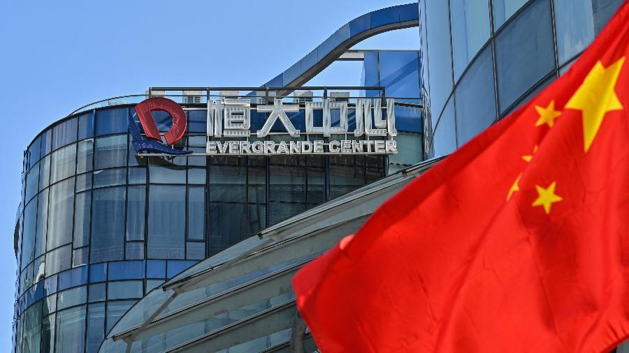 Vista do Evergrande Center, em Xangai; fatia que será adquirida por instituição financeira estatal depende de aprovação - Hector Retamal/AFP