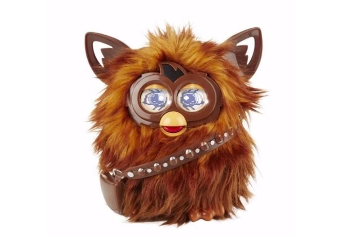 Pelúcia Furby Star Wars Furbacca, da marca Hasbro, à venda por R$ 629,91 no site Americanas.com