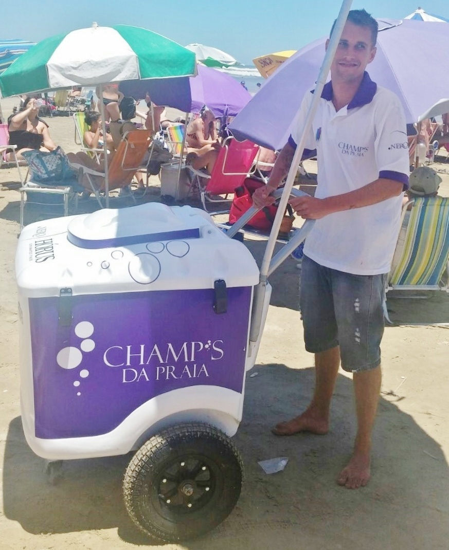 Carrinho de venda de espumante da Champ's da Praia