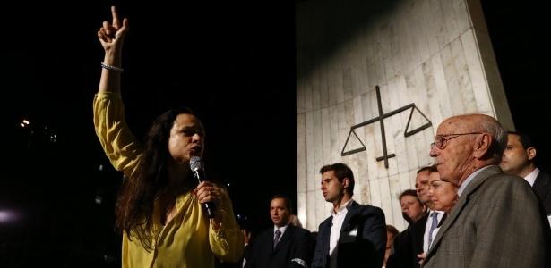 4.abr.2016 - Janaína Paschoal discursa a favor do impeachment na Faculdade de Direito da USP
