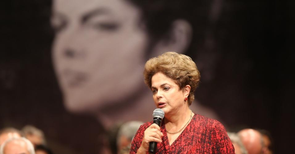 24.ago.2016 - A presidente afastada, Dilma Rousseff, discursa no Teatro dos Bancários, em Brasília, onde foi realizado o seu provável último ato públicoantes do julgamento de seu impeachment