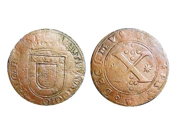 Primeira moeda a circular no Brasil, em 1568. A moeda de cobre, de 10 réis, foi cunhada em Portugal e enviada para circular na Colônia por ordem do rei D. Sebastião.