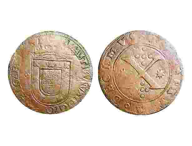 Primeira moeda a circular no Brasil, em 1568. A moeda de cobre, de 10 réis, foi cunhada em Portugal e enviada para circular na Colônia por ordem do rei D. Sebastião. - Divulgação