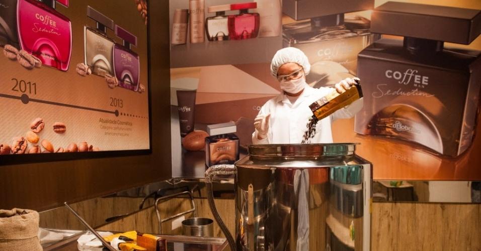 Segundo Veiga, a infusão precisa ser utilizada no mesmo dia para a produção do perfume, para não perder o aroma e estragar