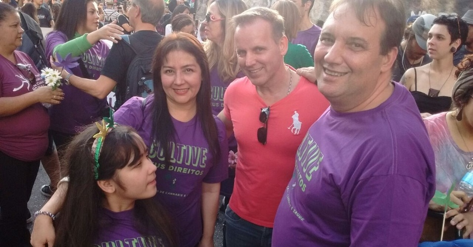 Marcha da Maconha: Cidinha e Fábio Carvalho (de roxo), com a filha Mirian, e o tio Fúlvio (de vermelho)