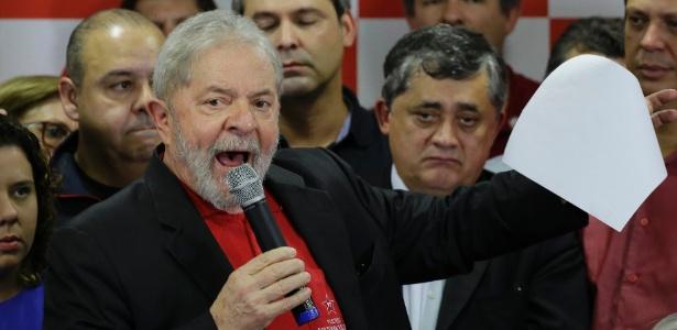 13.jul.2017 - Lula fala para a imprensa após condenação pelo juiz Sergio Moro