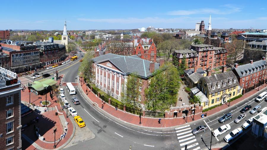Campus da Universidade Harvard em Cambridge, em Massachusetts - Wikimedia Commons
