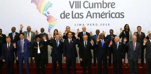14.abr.2018 - Governantes posam para foto oficial da Cúpula das Américas em Lima