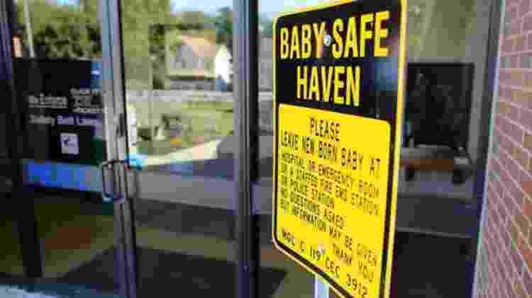 Uma placa em posto  - The Boston Globe/Getty Images/BBC - The Boston Globe/Getty Images/BBC