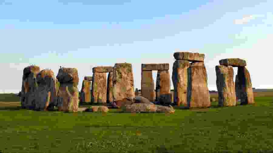 A construção de Stonehenge começou provavelmente por volta do ano 3.000 a.C.  - BBC