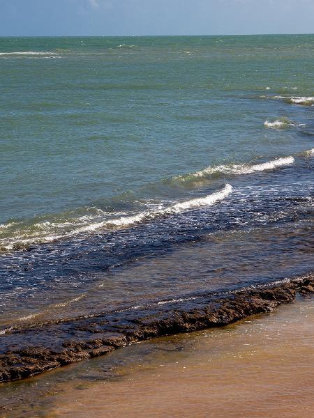 Manchas de óleo no litoral norte de Alagoas - Ana Leal/Fotográfico/Estadão Conteúdo