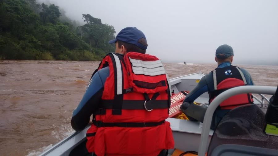 Buscas estão sendo feitas de forma ininterrupta por bombeiros gaúchos e catarinenses, além da Marinha - Corpo de Bombeiros-SC/Divulgação
