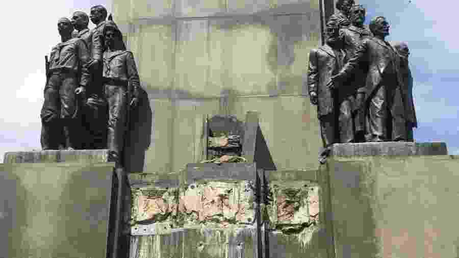 17.fev.2020 - Estátua é furtada de monumento em homenagem a Marechal Deodoro no Rio de Janeiro - Reprodução/Internet
