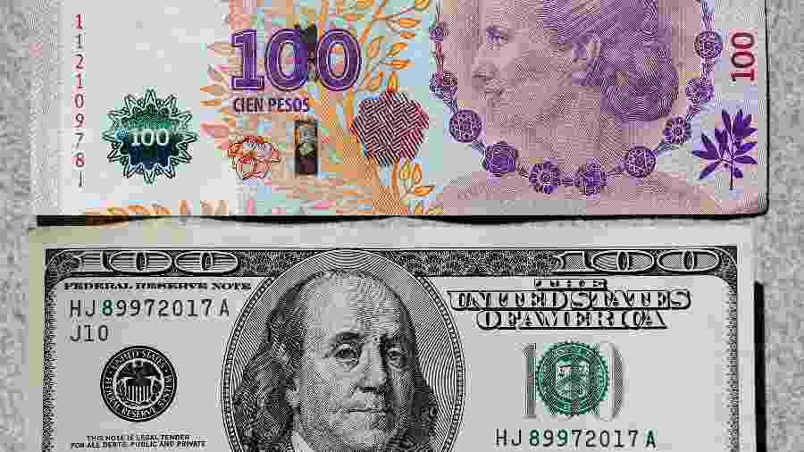 Imagem ilustrativa com notas de peso argentino e dólar - Enrique Marcarian