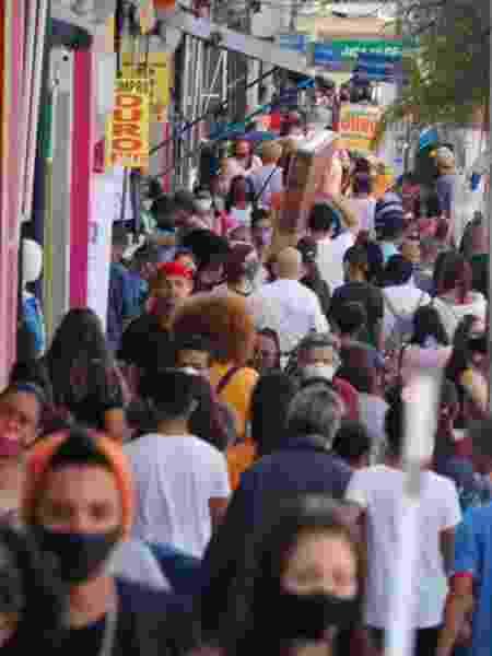 24.jun.2020 - Movimentação no comércio de São Paulo durante pandemia do novo coronavírus - Mineto / Estadão Conteúdo