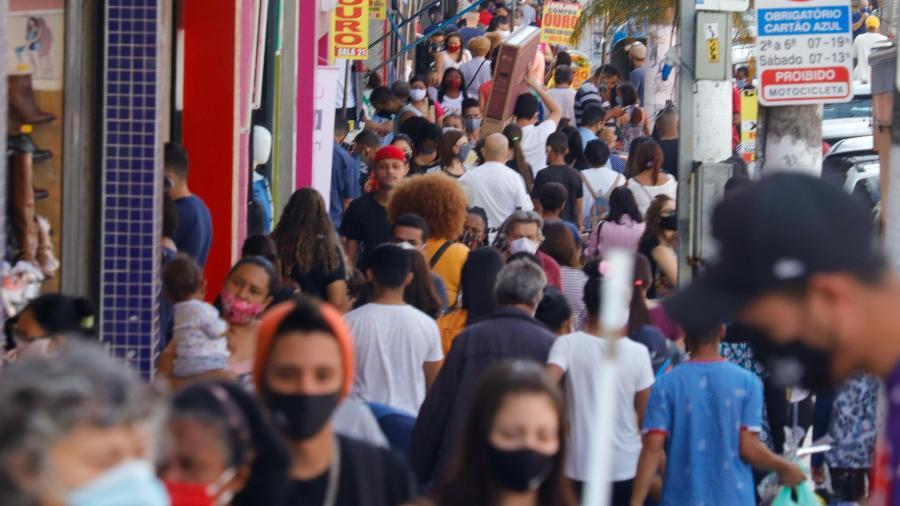 Movimentação no comércio de São Paulo durante pandemia - Mineto / Estadão Conteúdo