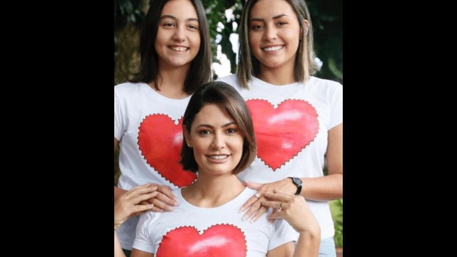 A primeira-dama Michelle Bolsonaro com as filhas Laura Bolsonaro e Letícia Aguiar - Reprodução/Instagram