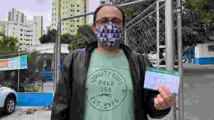 Antônio Pinheiro ficou na fila por quase duas horas para se vacinar - Ana Paula Bimbati/UOL - Ana Paula Bimbati/UOL