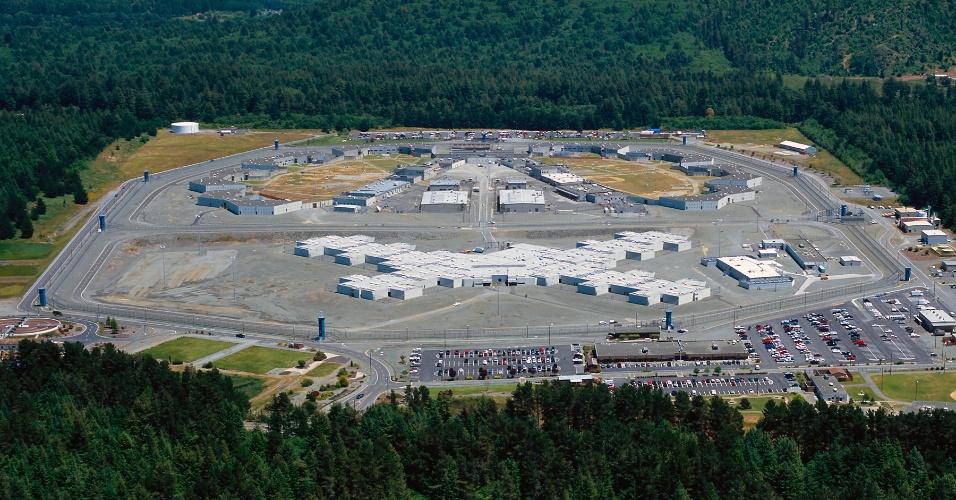 """Vista aérea da Pelican Bay State Prison, mais dura instituição penal da Califórnia, em Crescent City. Estudo do psicólogo social Craig Haney revisita presos que estavam em regime de isolamento durante anos em Pelican Bay e mostra que eles sofrem """"morte social"""""""