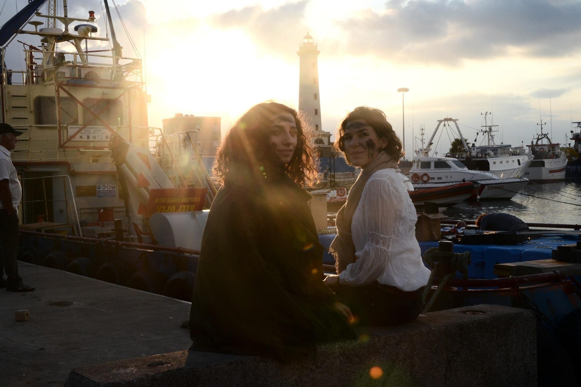 1°.out.2015 - Emilia Leuchter e Frida Bauman, membros do grupo humanitário alemão